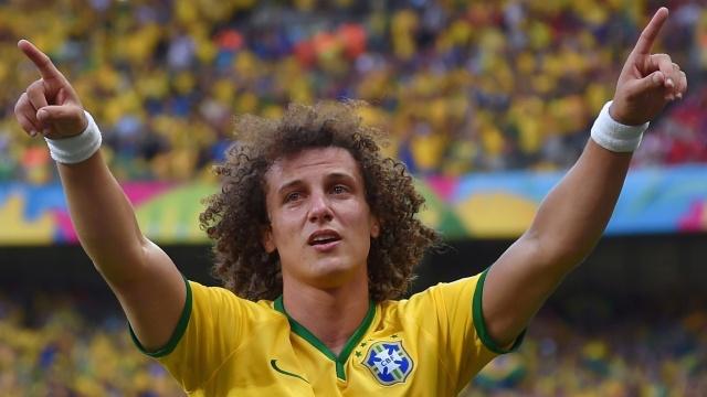 25jun2014---david-luiz-chora-ao-comemorar-seu-gol-o-unico-do-brasil-na-partida-contra-o-chile-pelas-oitavas-1403989050725_1920x1080